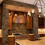 Кованый светильник на кухне в деревянном доме