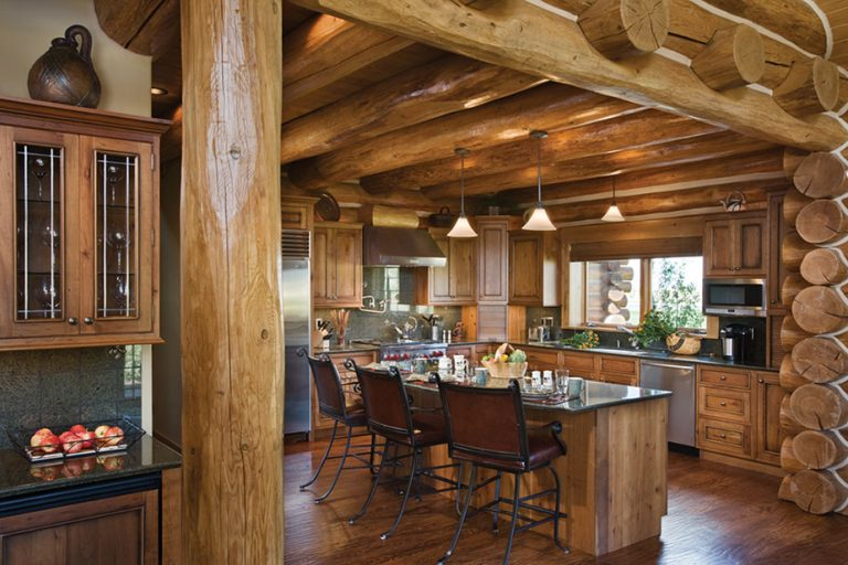 Дизайн кухни в доме из бревна