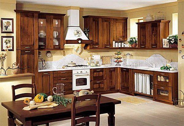 Кухня в деревянном доме.