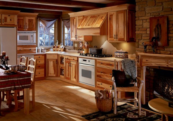 Дизайн кухни в доме их бруса
