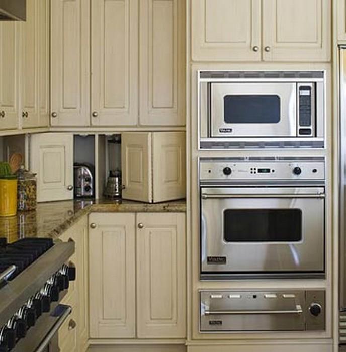 угловая кухня с техникой