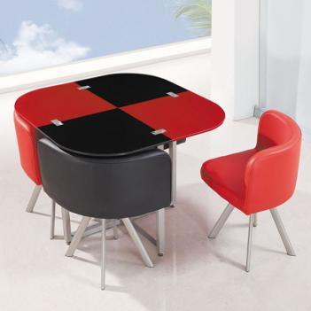 чёрно-красные стол и стулья