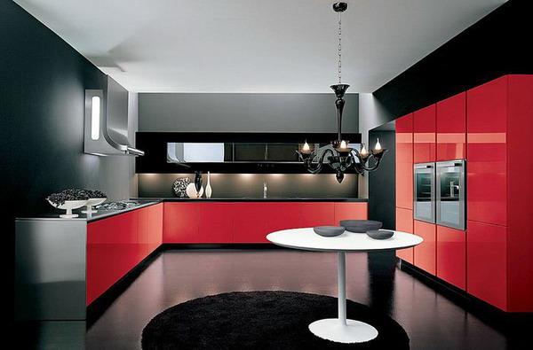 чёрно-красная кухня с белым потолком