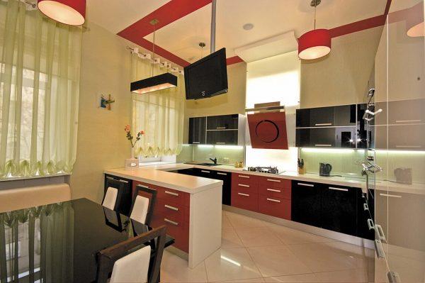 чёрно-красная кухня с белыми стенами
