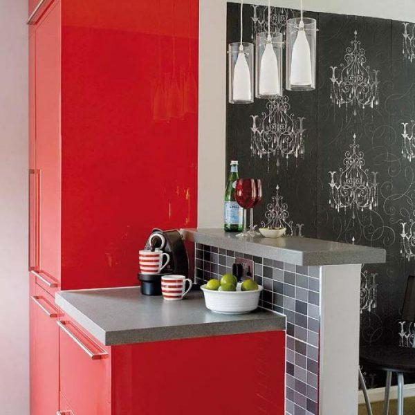 Черно-красная кухня освещение
