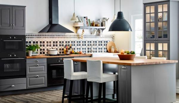 угловая кухня 15 кв. метров в серых тонах
