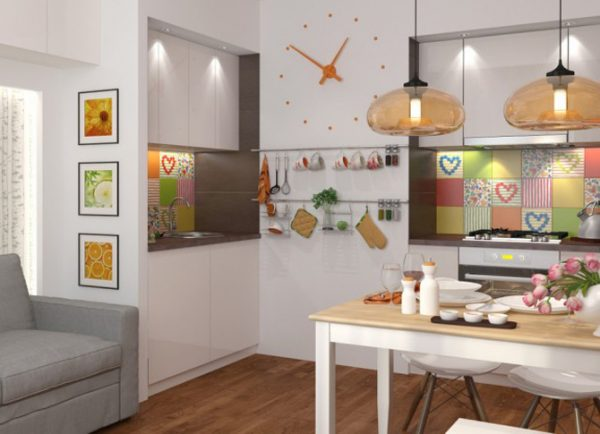 кухня 13 кв. метров с ярким фартуком