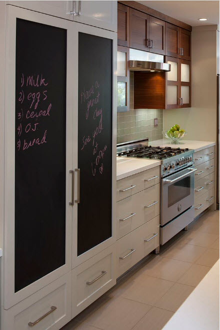 дизайн кухни 15 кв. метров 2017 года с грифельной доской