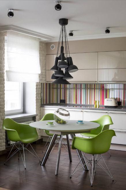 дизайн кухни 15 кв. метров 2017 года со светильником