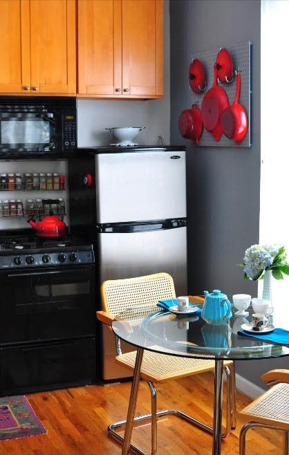 кухня 13 кв. метров ярким декором