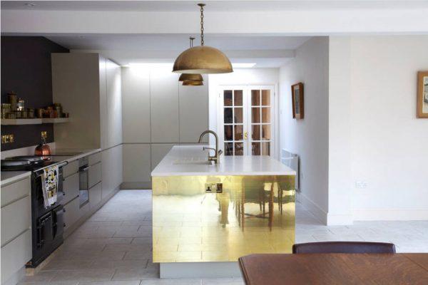 дизайн белой кухни 15 кв. метров 2017 года