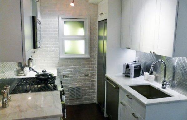 светлая кухня 5 кв.метров в хрущёвке