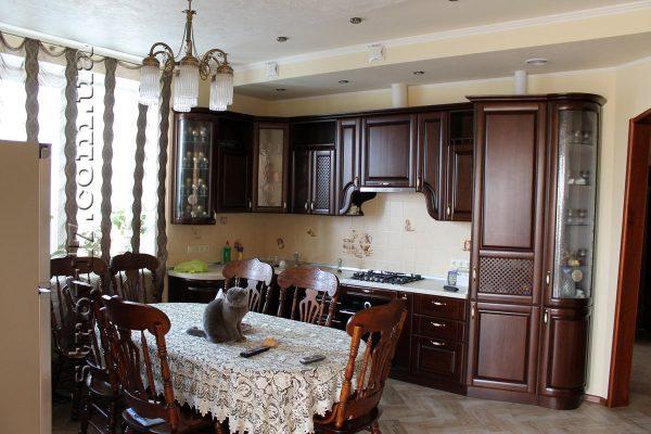деревянная кухня экономкласса в доме