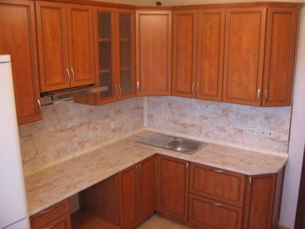 деревянная кухня экономкласса в частном доме