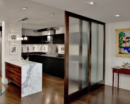 кухня студио с перегородкой