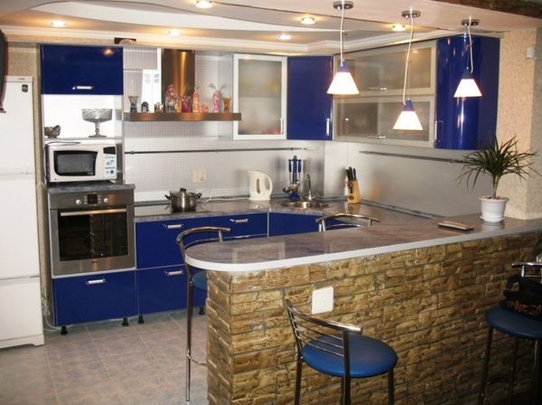 Угловая кухня с барной стойкой — 50 дизайн фото