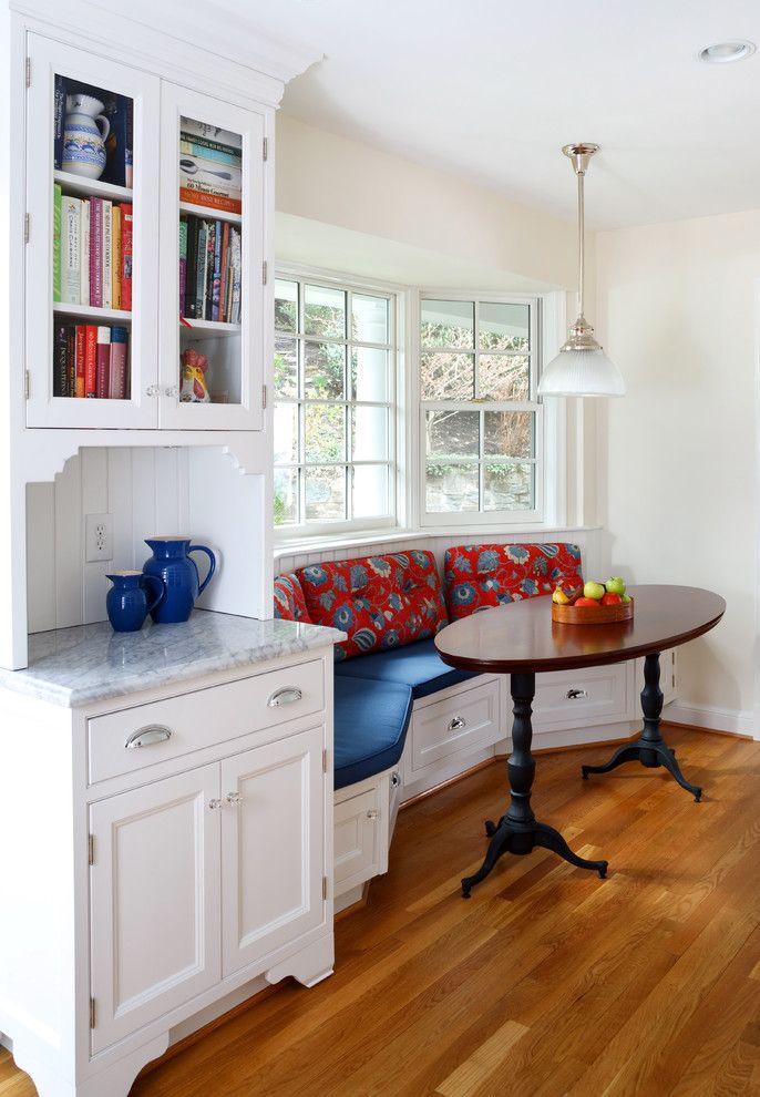 диван в эркере на кухне