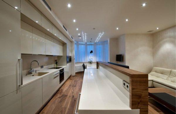 обеденная зона в эркере на кухне