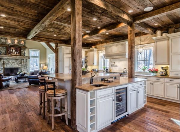 бревенчатый свод на кухне в стиле шале