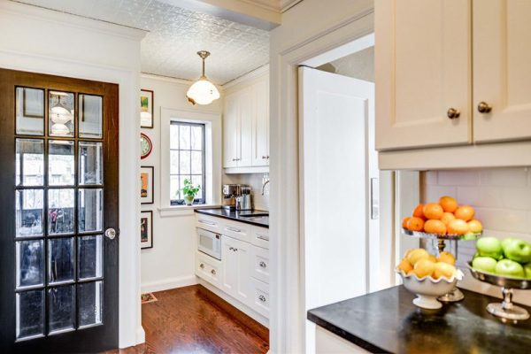 белая кухня в частном доме