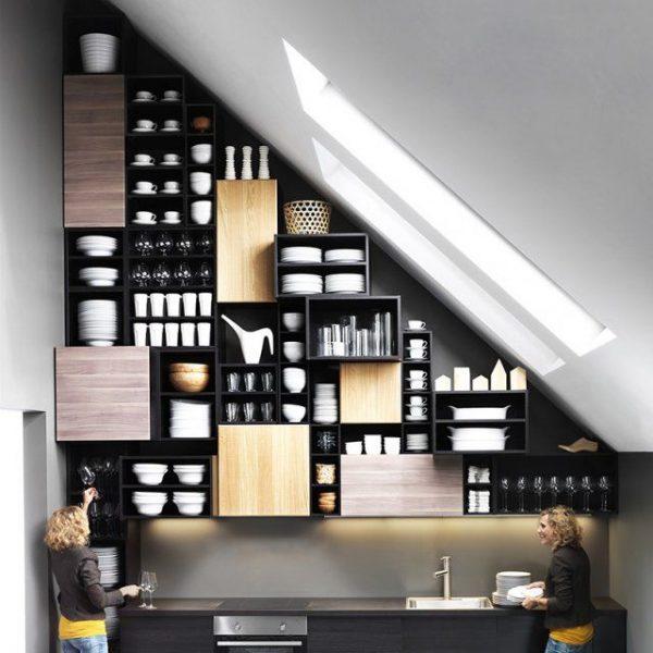 кухня в частном доме на мансарде