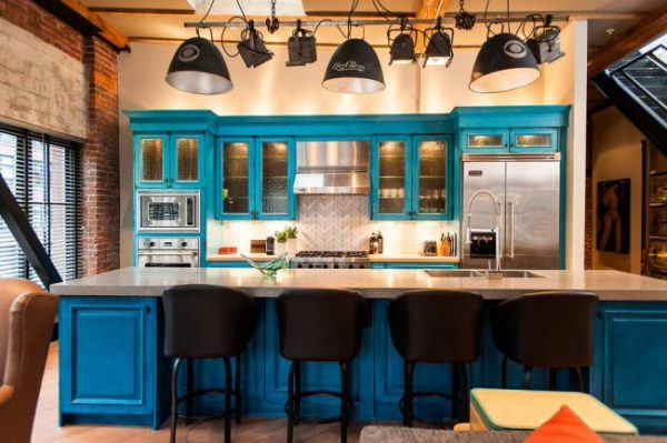 голубая кухня в стиле лофт
