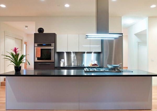 белая кухня в стиле модерн