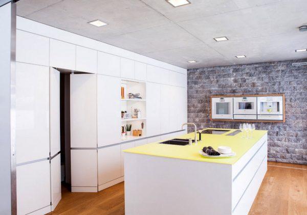 кухня в стиле модерн с жёлтой столешницей