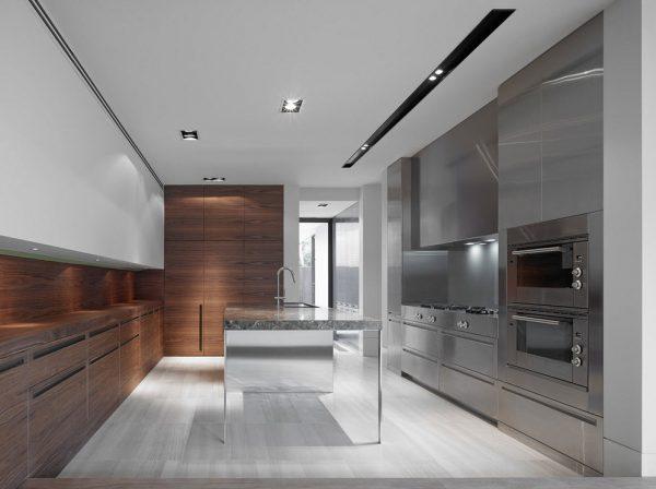 кухня в стиле модерн со стальными фасадами