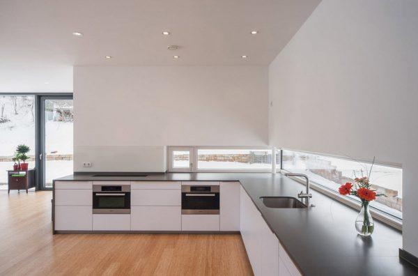 кухня в стиле модерн без верхних шкафов
