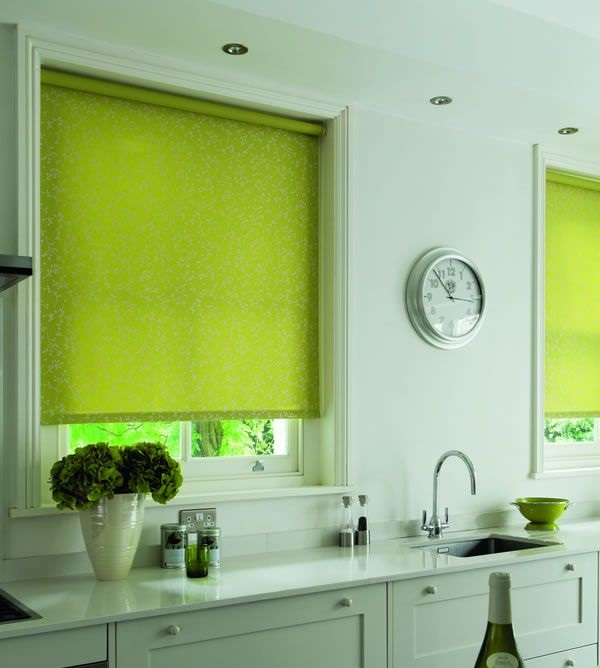 шторы на кухне цвета лайм