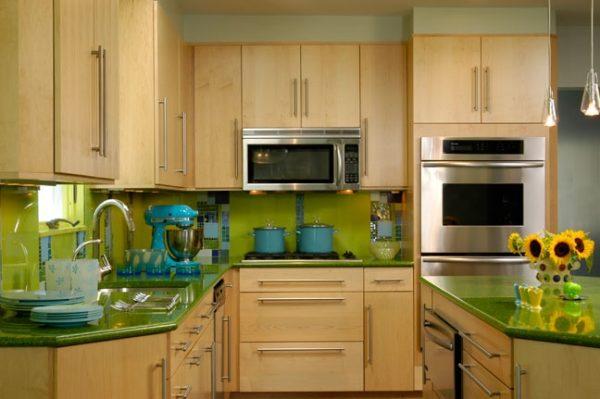 лаймовый фартук на кухне