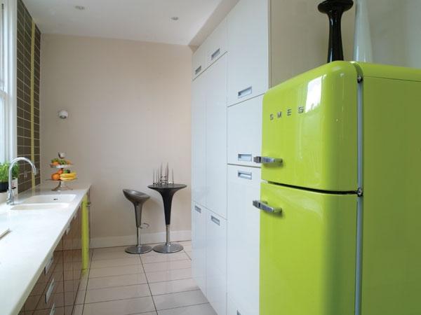 холодильник в цвете лайм