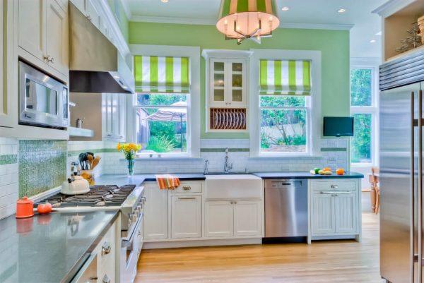 шторы лайм на кухне