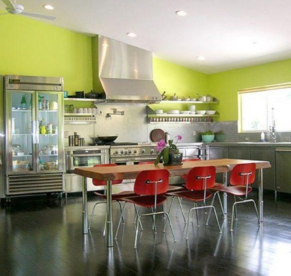 стена лаймовая на кухне