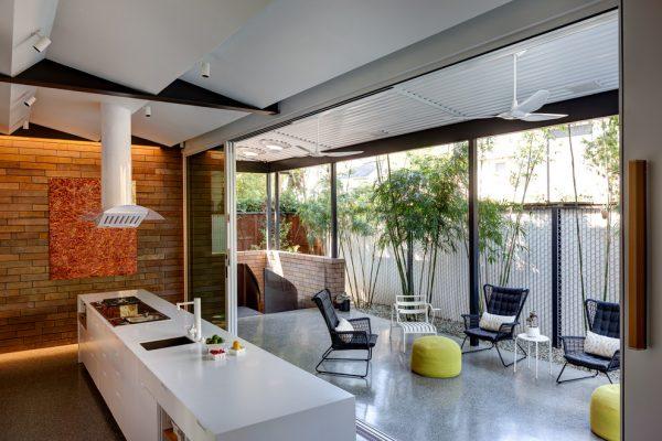 летняя кухня на даче закрытого типа