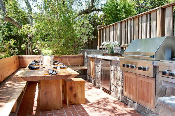 открытая летняя кухня на даче