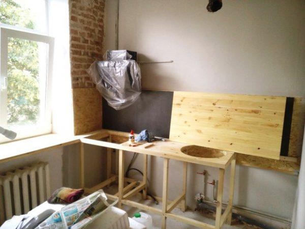 мойка на кухне из мебельных щитов