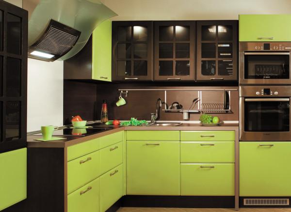 кухня оливкового цвета с шоколадным верхом