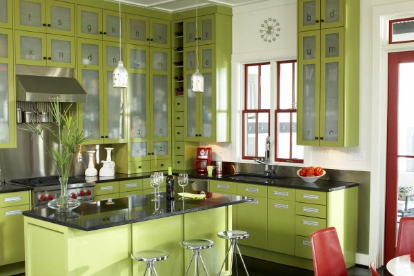 кухня оливкового цвета до потолка