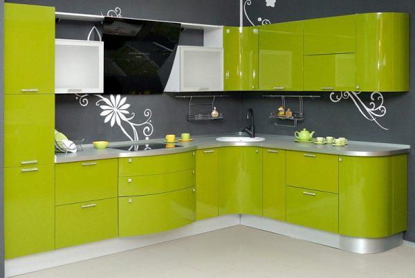 угловая кухня оливкового цвета