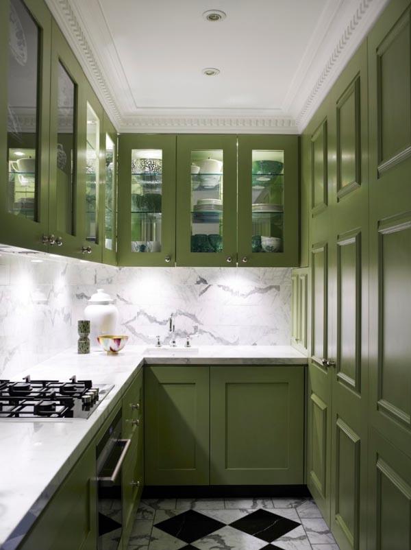 П-образная кухня оливкового цвета