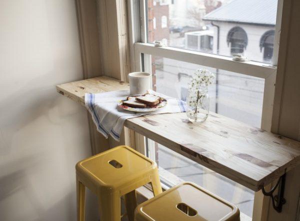 столик у окна