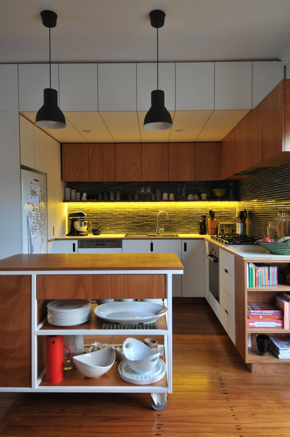 деревянная угловая кухня 2017 года