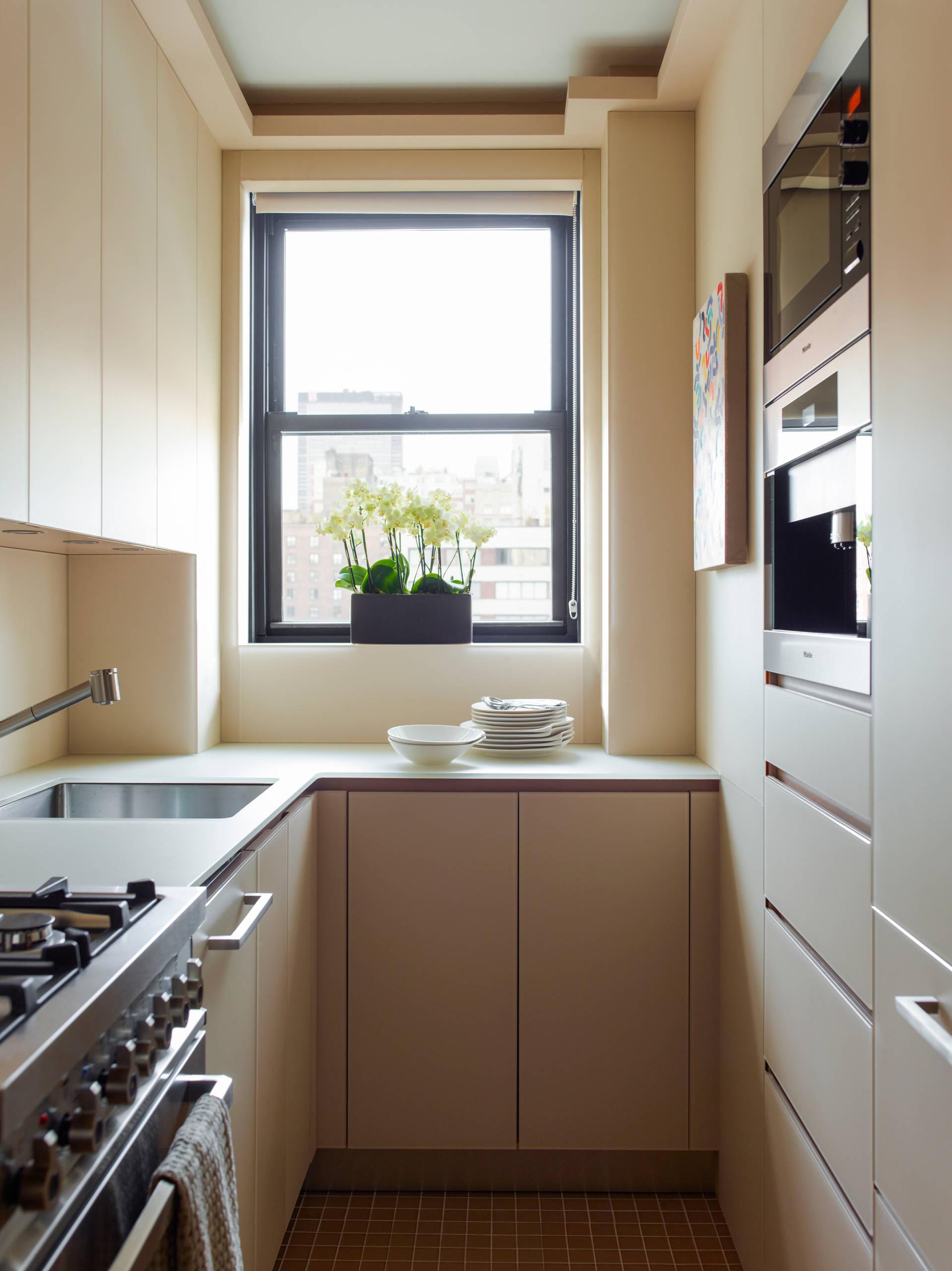 угловая бежевая кухня 2017 года