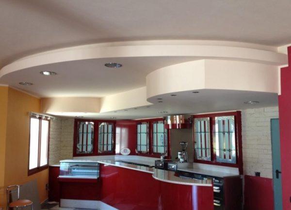 ремонт кухни - потолок из гипсокартона