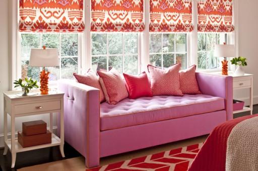 розовые римские шторы на кухне