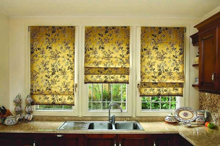 Кухонные шторы в современном стиле для маленькой кухни фото