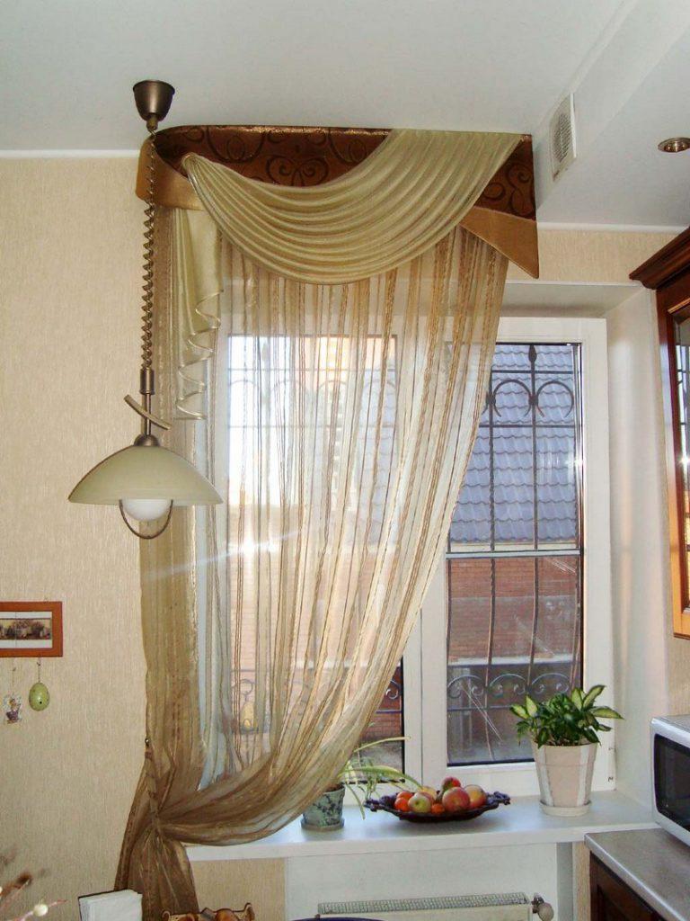 современные шторы для кухни из органзы