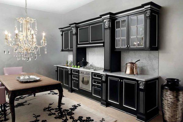 Интерьер кухни черного цвета в классическом стиле